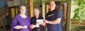 Chris and Melissa Velden receiving their cheque from Linda Best